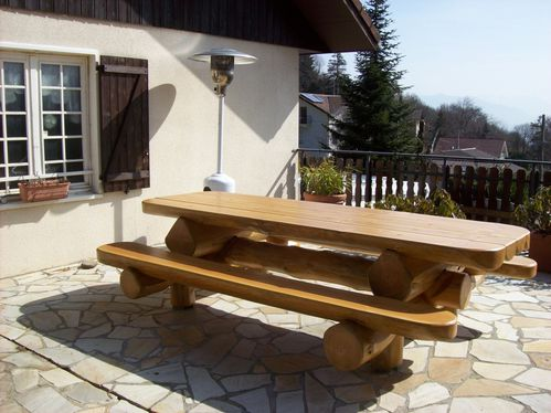 Table de jardin en bois massifs for Table exterieur en bois massif