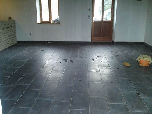 Joints de carrelage renovation d 39 une fermette en bourgogne for Carrelage joint noir