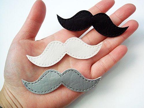 broche-moustache.jpg