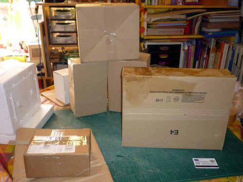 boites pr sentoirs bijoux en carton bien sur le fouillis de kanou. Black Bedroom Furniture Sets. Home Design Ideas