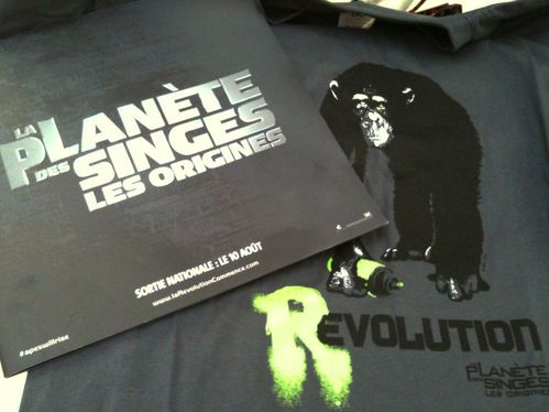 planete-des-singes-origines-goodies-tee-shirt-revolution-ta.jpg