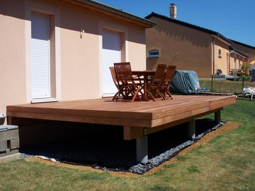 mise en place des bandeaux de finition terrasse en bois sur lev e. Black Bedroom Furniture Sets. Home Design Ideas