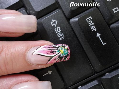 reproduction nail art Saida Nails