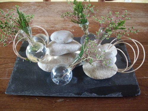 Table galets et ardoise le blog de - Centre de table jardin zen tours ...
