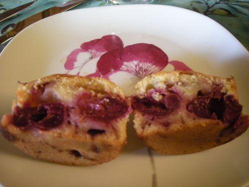 Muffins-cerises-fraiches-pistaches--2-.jpg