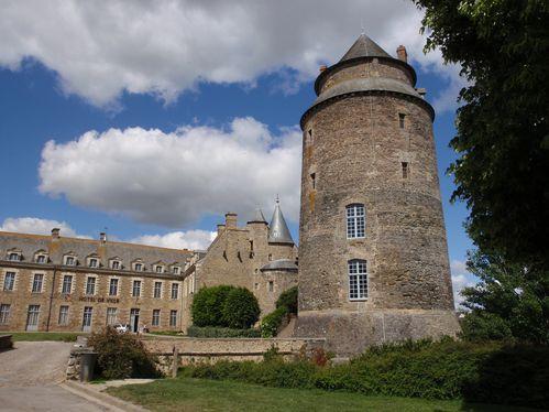 Châteaugiron 112 le château