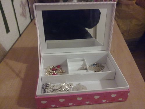 Neue Hello Kitty Schmuckbox Miss Perfektion
