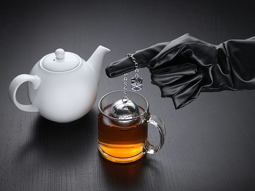 ed08_star_wars_death_star_tea_infuser_inuse.jpg