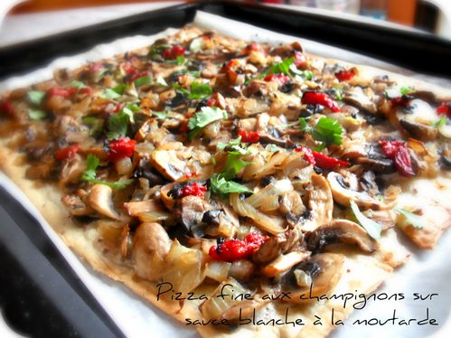 pizza fine aux champignons sur sauce blanche la moutarde le blog de cuisiner sain. Black Bedroom Furniture Sets. Home Design Ideas
