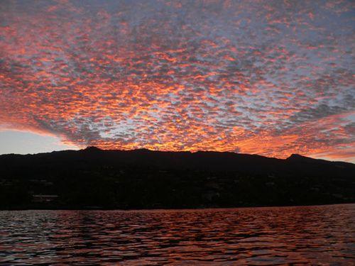 Lever soleil Tahiti rouge