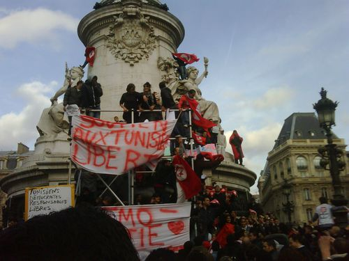 manif-tunisie-republique--15-janv-2011-1.jpg
