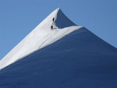 http://img.over-blog.com/500x375/0/08/49/95/alpinisme/travers--e-du-Lyskamm-l-ar--te-cord--es-alpinistes-photo-Guillaume-Ledoux-Apoutsiak.JPG