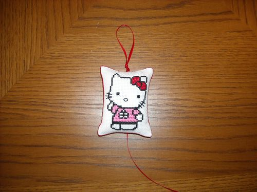 hello kitty brode par lostris