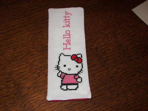 marque page hello kitty brode par marine 8 ans
