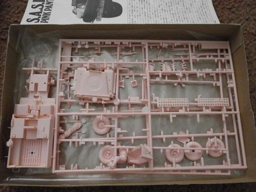1-35-tamiya-sas-land-rover-pink-panther-part-started--2--59.jpg