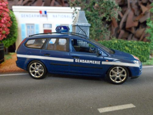 ford focus break gendarmerie au 1 43 me sur base minichamps. Black Bedroom Furniture Sets. Home Design Ideas