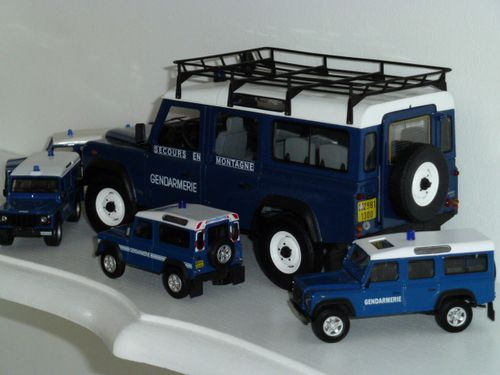 land rover defender gendarmerie. Black Bedroom Furniture Sets. Home Design Ideas