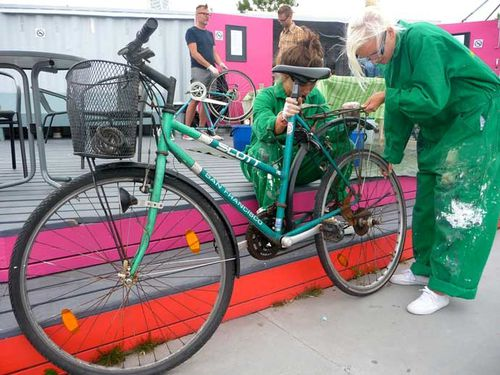 cykelkoket-outside-bike-repairing.jpg