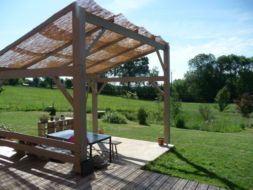 wandgestaltung wohnzimmer une pergola en bois. Black Bedroom Furniture Sets. Home Design Ideas