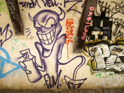street-art centre suisse diable 4907