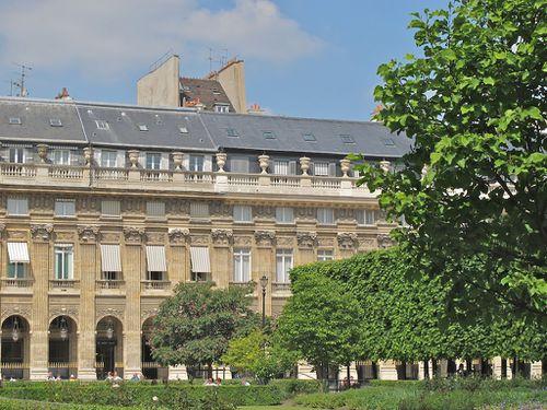 Palais-Royal-facade-Victor-Louis.jpg