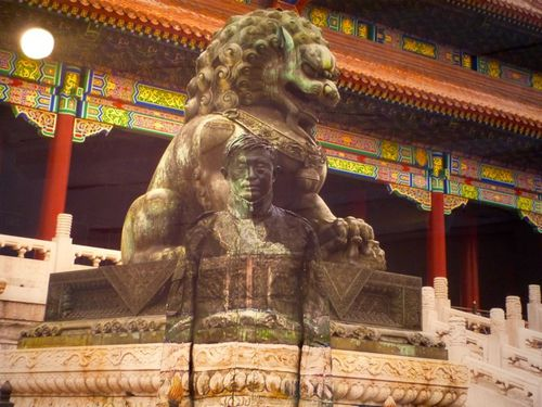 Liu Bolin Hide in the city sleeping lion