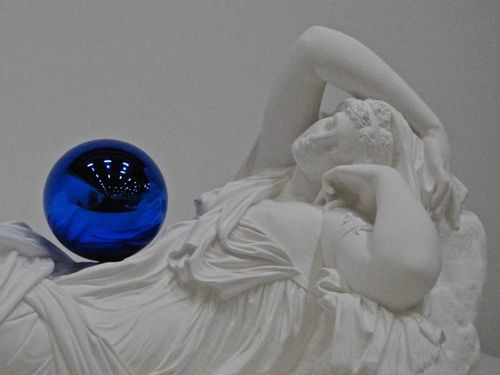 Koons-Gazing-ball-Ariane-Beaubourg-4.jpg
