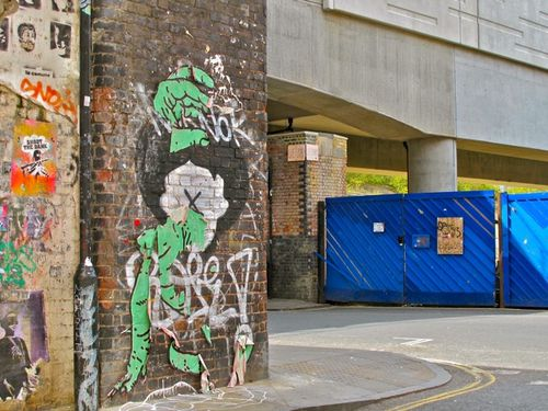 palissade-bleue-Londres-street-art-Hackney.jpg