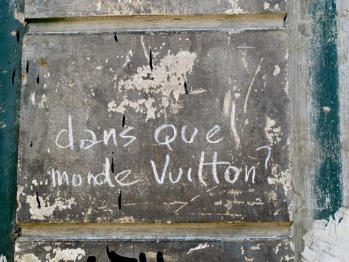 Dans-quel-monde-Vuitton--graffiti.jpg