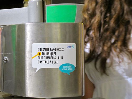 Affiche RATP sticker qui saute portillon