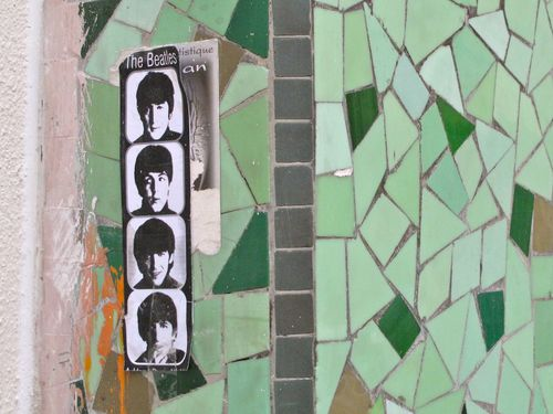 papier collé Beatles 7374