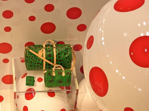 Kusama pop-up store Vuitton Printemps sac vert