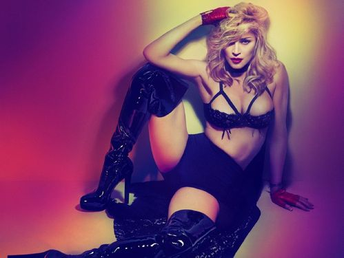 20120323-pictures-madonna-mert-alas-marcus-piggott-copie-4.jpg