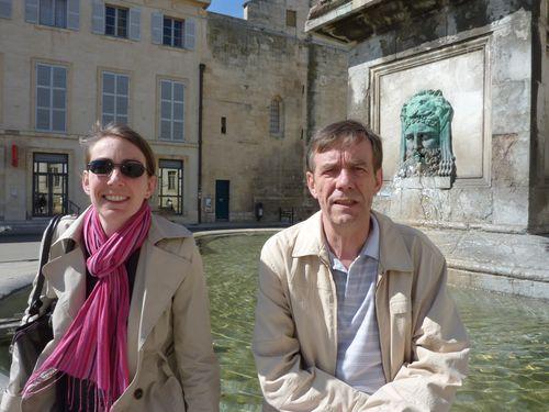 Arles Place de l'hôtel de ville Christelle et Philippe