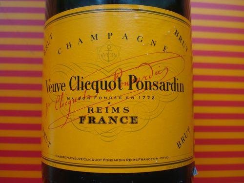 Veuve Clicquot, Etiquette avec la signature
