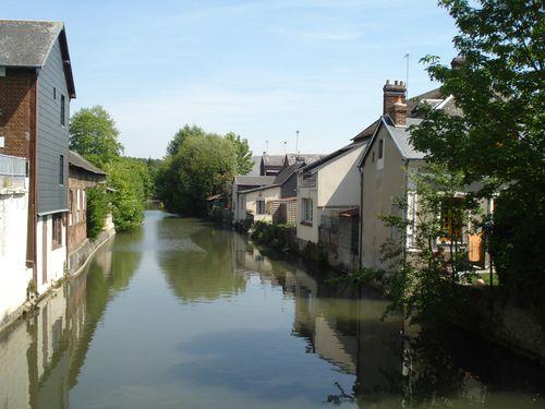 Bernay, La Charentonne, vue du pont de la rue de la Charentonne