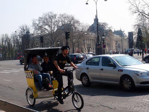 Champs Elysées - vélo taxi