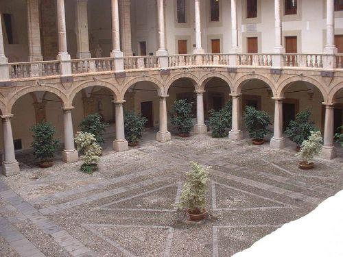 Palerme - le Palais Royal - Cour