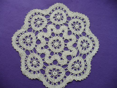 Bruges Crochet http://www.malele44.fr/article-napperon-dentelle-60024725.html
