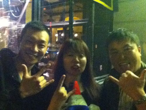 Maximum-The-Hormone-Nao-with-my-gift-from-Paris.jpg