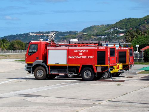 23593-ST-BARTH-Pompiers-aeroport.jpg