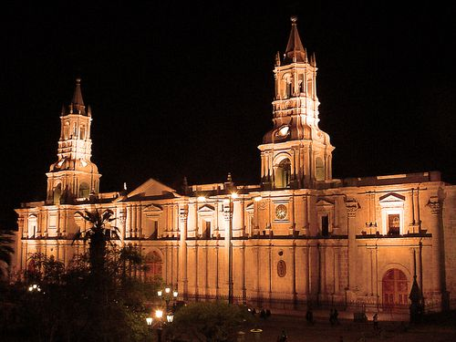 0159-AREQUIPA-Cathedrale-la-nuit.jpg