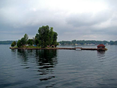 4777-Plus-petit-pont-international-GANANOQUE.jpg