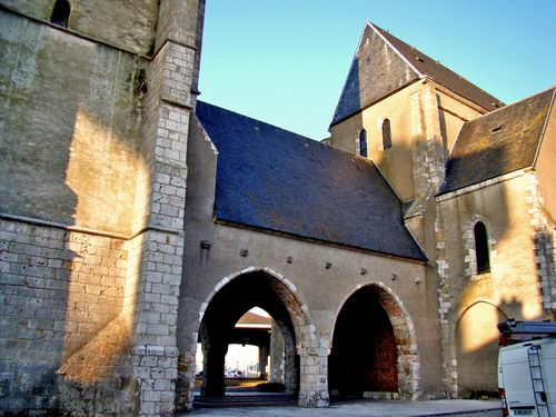 9982 Porche église CHATEAUNEUF