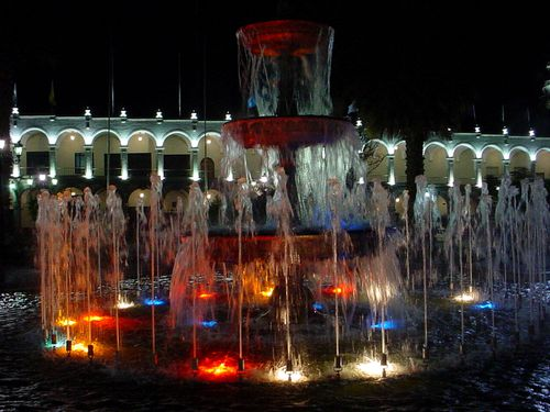 158-AREQUIPA-Nuit-Fontaine.jpg