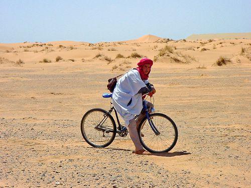 2368-Cycliste-Erfoud-Maroc.jpg