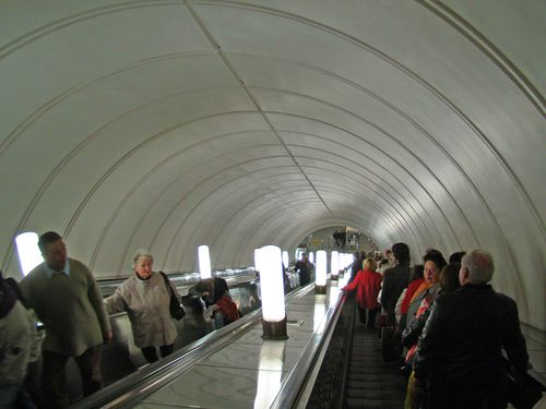 8610 MOSCOU Escalators Métro