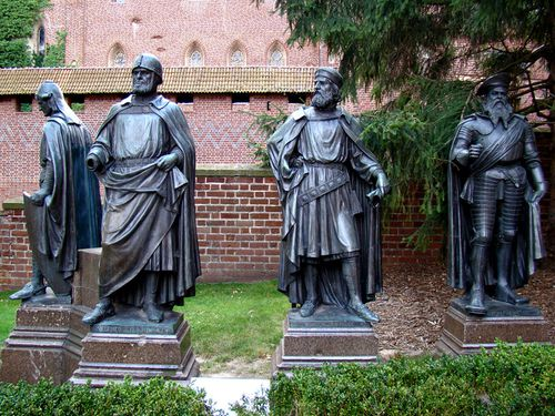 13839-Chevaliers-Teutoniques-MALBORK.jpg