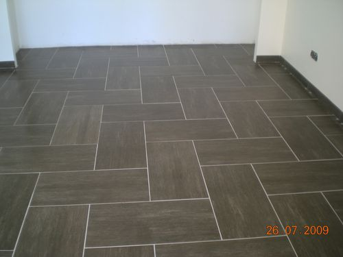 Pin 500 x 375 63k on pinterest - Pose de carrelage imitation parquet ...