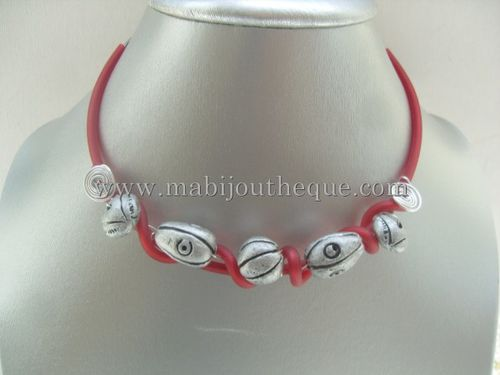 collier-pvc-rouge-et-gris-copie-1.jpg